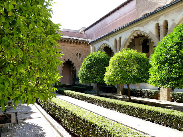patio-santa-isabel-la-aljaferia.JPG