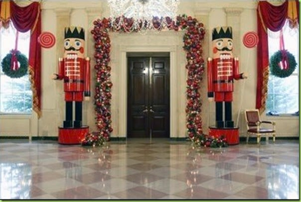 holidays_gwbushNorth Entrance of the White House03