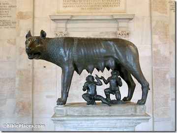 Capitoline she-wolf suckling Remus and Romulus, tb112102016