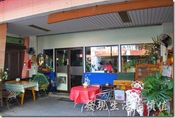 台南栗子咖啡的大門外觀。