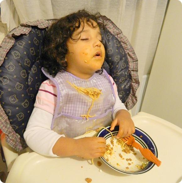 121015 Mon RG dormida cenando