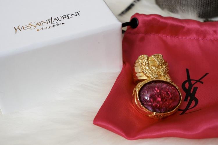 yves-saint-laurent-anello-per-san-valentino-L-9rwYtr