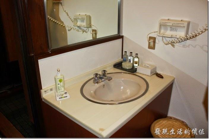 日本北九州-由布院-彩岳館-露天家庭湯屋。湯屋內也有洗手間、吹風機與護髮及基本的美容用品。