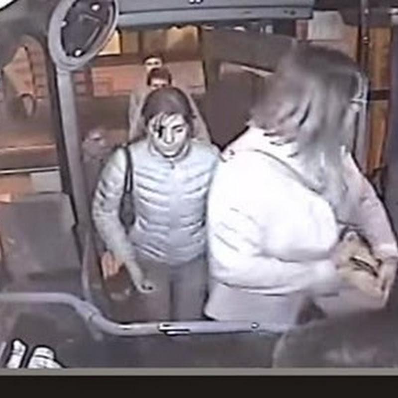 Ένας τύπος προσπαθεί να ληστέψει μια κυρία σε ένα λεωφορείο.