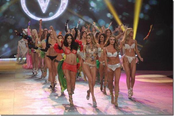 victorias-secrets-models-2012-4