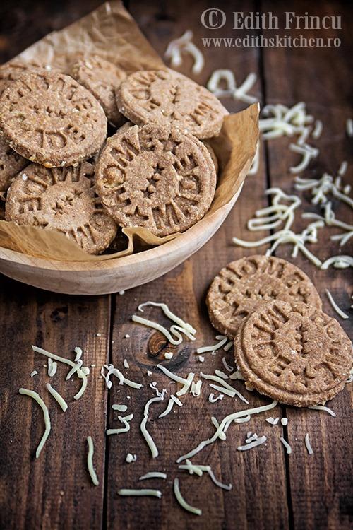 Biscuiti integrali cu parmezan
