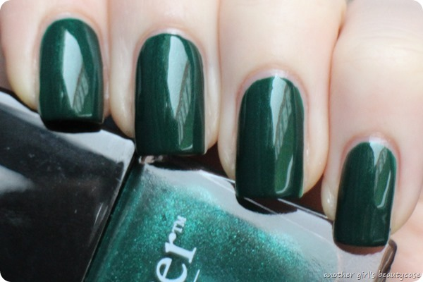 LFB Butter London British Racing Green Tannengruen Swatch (1 von 6)