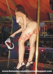 Sra Pimenta fazendo stripper