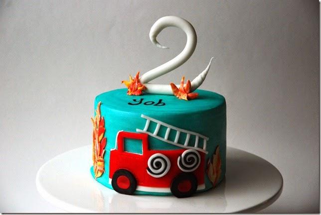 brandweerauto taart met vuur