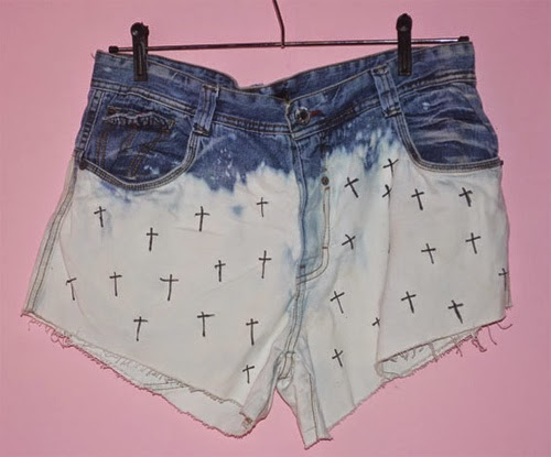 Como customizar short jeans ombré e cruz