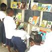 Les élèves entrain de lire dans la Bibliot. de l'EP I Ki (2).JPG