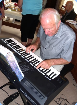 Our host for the day, Rob Powell, trying out the new Yamaha PSR-S950 keyboard