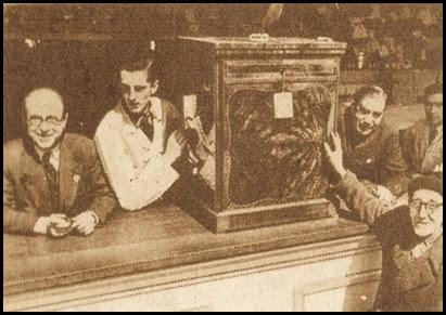 Tómbola Valenciana de Caridad. Premio de una radio. 1953