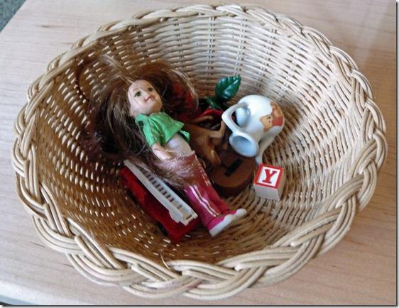 Living vs Non-Living Basket from Homeschool Mo