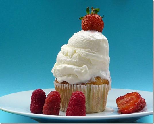 Niki's Cakes Frozen Cupcake