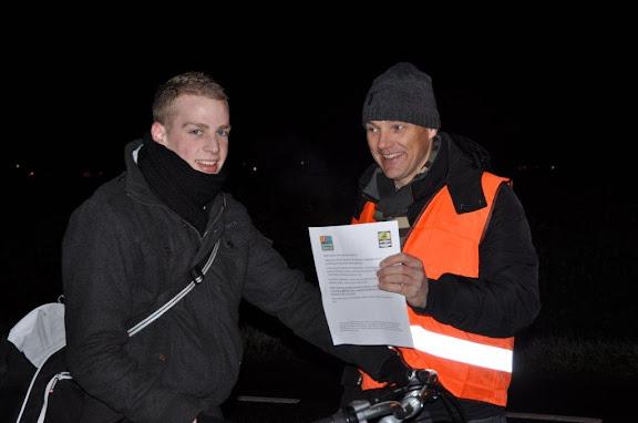 SC Groessen controleert fietsverlichting, 1.jpg