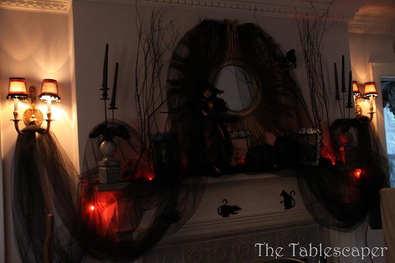 Halloween Mantel 072