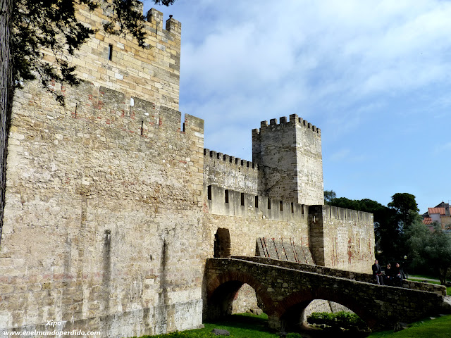 entrada-al-castillo-de-san-jorge-lisboa.JPG