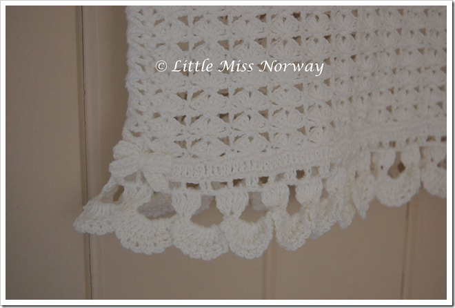 WHITE CROCHET CAMI3