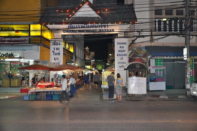 Imagini Thailanda: Intrarea in Bazarul de noapte din Chiang Rai, Thailanda