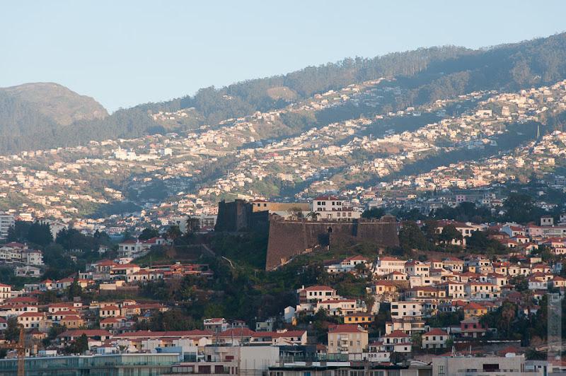 13. Февраль. Мадейра. Канатная дорога. Фуншал. Выбираю ещё интересные туристическому глазу объекты.