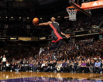 lebron james nba 131227 mia at sac 20 James Takes Flight in Sacramento in new Nike LeBron 11 Away PEs