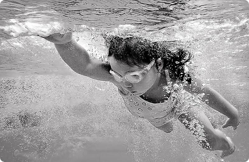 Zoe-swimming_f