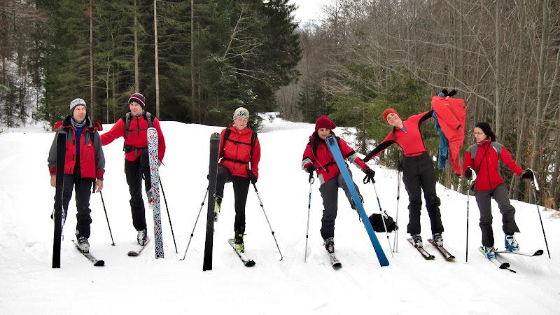 Poza de grup, la putin dupa erau deja cateva victime ale echilibrului intinse pe zapada.