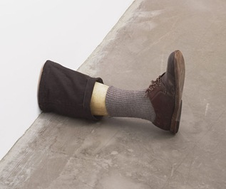 714px-Untitled_Leg