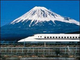 Monte Fuji: as autoridades esperam que esta temporada registre considerável aumento no número de turistas que desejam escalar o monte sagrado, situado cerca de 100 Km de Tóquio