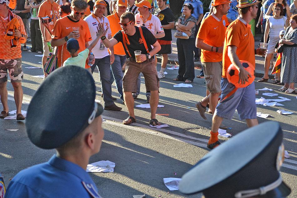 Евро 2012 по футболу. Харьков. 13 июня. Перед матчем Голландия - Германия - 104
