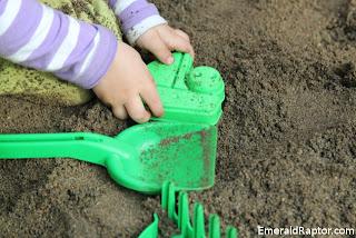 Leker i sandkassa