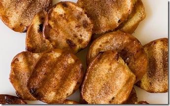 Chips de donas glaseados con azúcar y canela