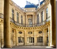 cour de l'Hôtel de Beauvais rue François-Miron.  (© Photos : S. Jodra, 2009).