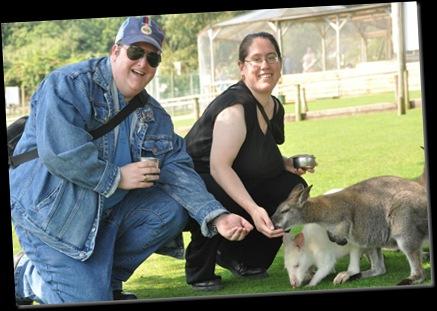 Brian & Debs feeding Wallabies DSC_0946