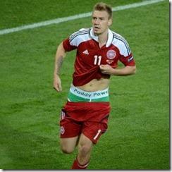 Bendtner publicidad durante partido