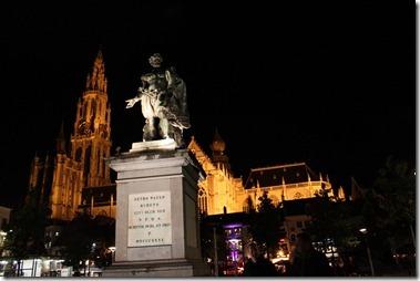 Onze-Lieve-Vrouwen kathedraal(大聖堂)Pieter Paul Rubens ルーベンスの像
