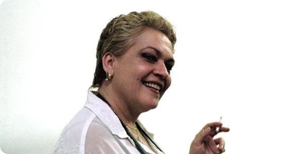 a-atriz-regina-dourado-posa-para-foto-2442000-1351003669340_956x500
