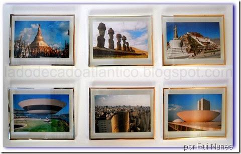 Imagem de molduras na parede com fotos de viagens com predominância da cor azul no céu