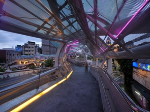 iluminacion puente peatonal jardin