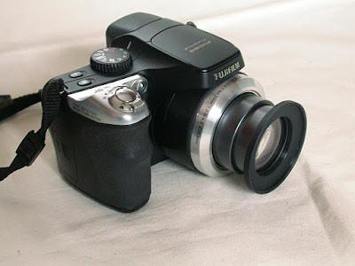 FinePix S8100fd ステップアップリングを取りつけて撮影状態