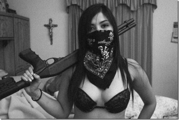 hot-women-guns-29