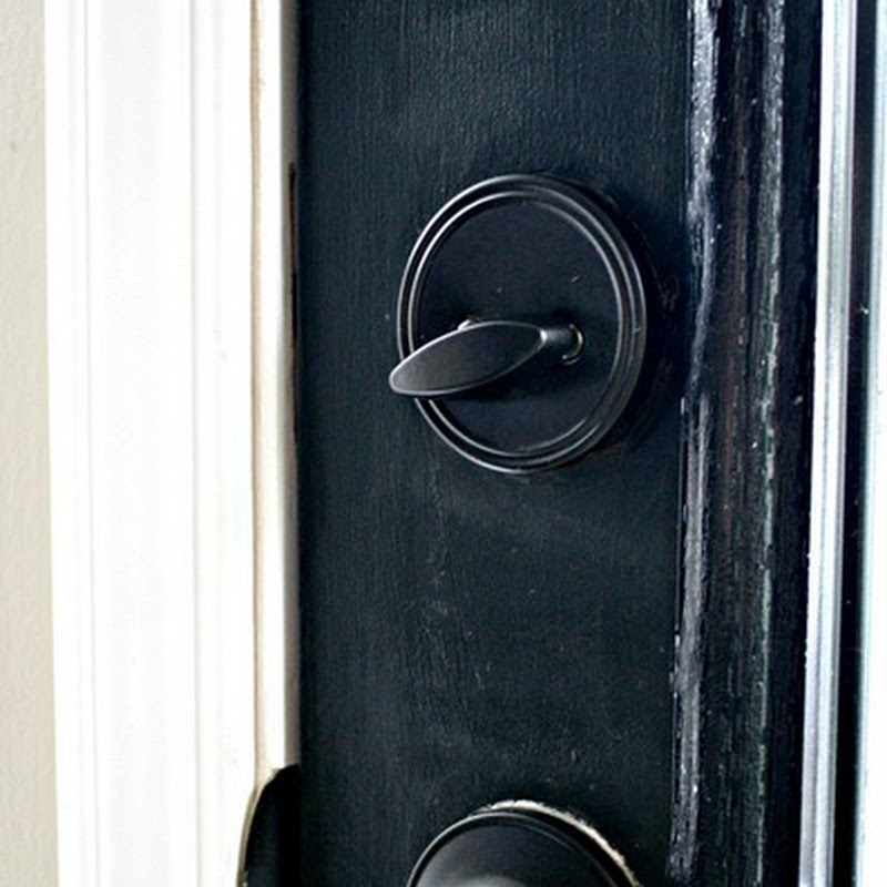 Spray painted door knobs – the result