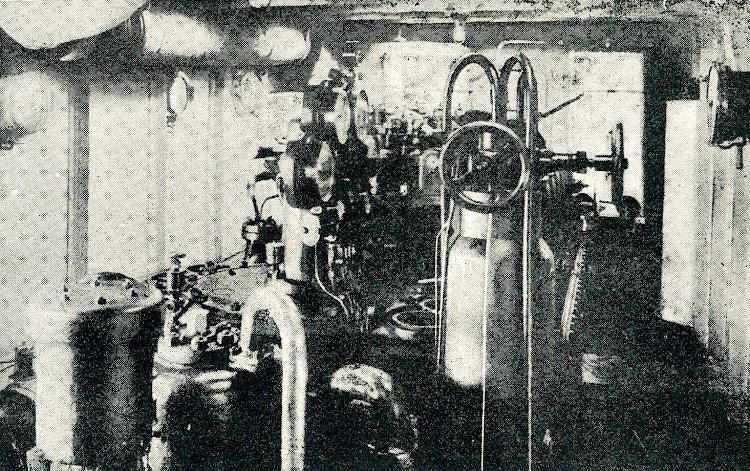 Cuarto de Maquinas del remolcador ARIN MENDI. Revista IBERICA.jpg