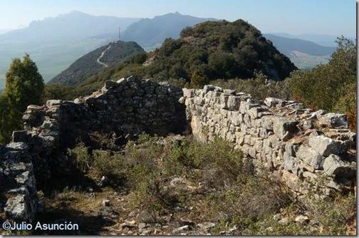 Ruinas en la Sierra de Dos Hermanas - Piedramillera