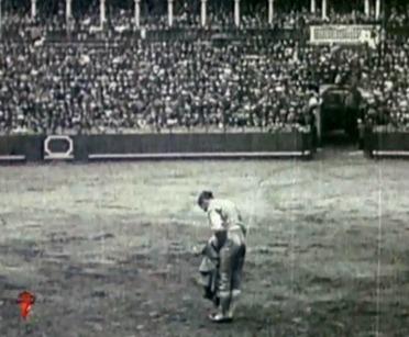 1914-04-22 Sevilla Joselito saludos 02