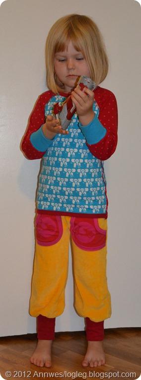 tøffing-bukse og genser sydd etter mønster fra Heilt spesiell og Jubel Sy glade klær til glade barn