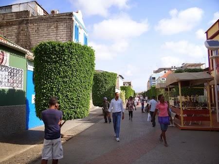 20. Strada principala in Praia, Santiago.JPG