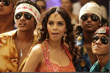 Malika Sherawat munni song stills osthi3