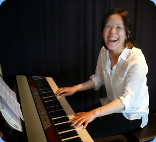 Kuniko Nakatani enjoying the moment as she prepares to give a half-hour recital with some great Christmas arrangements. Photo courtesy of Dennis Lyons